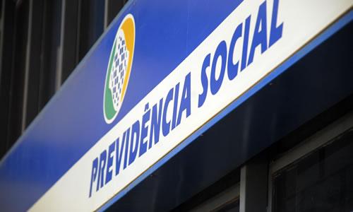 Resultado de imagem para Governo joga toalha sobre reforma da Previdência